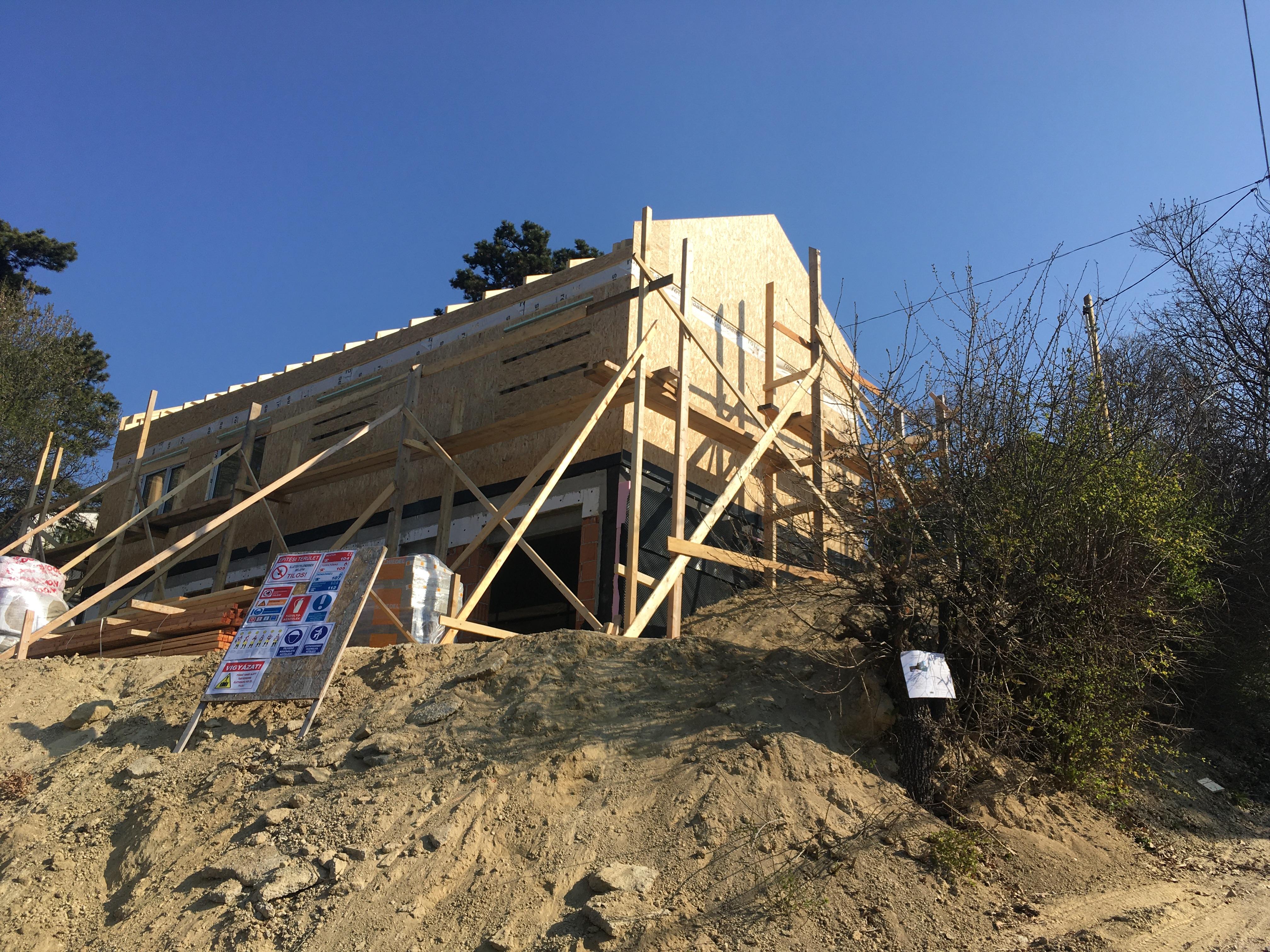 Családi ház szerkezetkész állapot